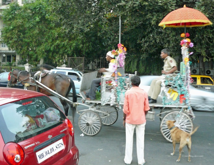 A horse-drawn carriage driven through Mumbai