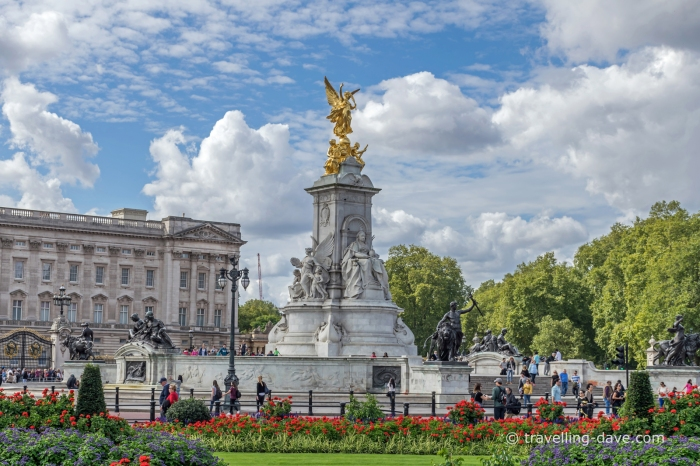 View of the Victoria Memorial in front of Buckingham Palace