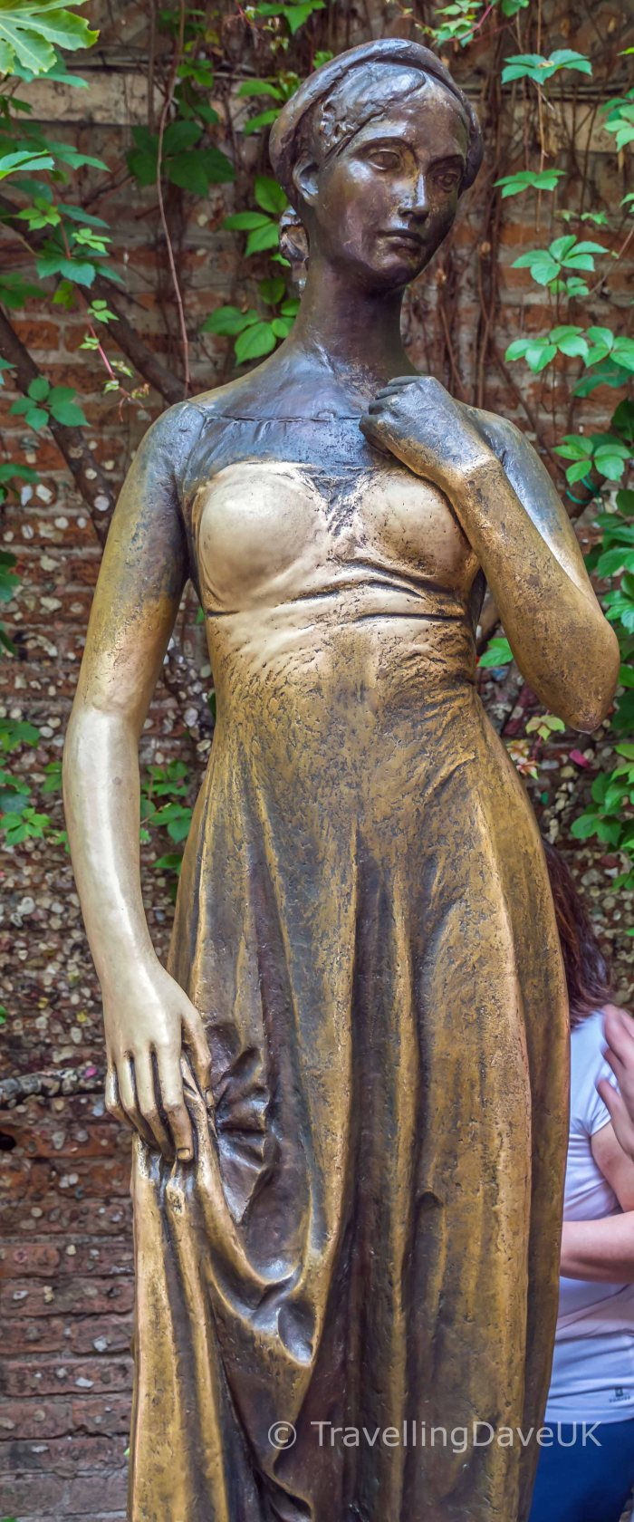 Bronze statue of Juliet in Verona