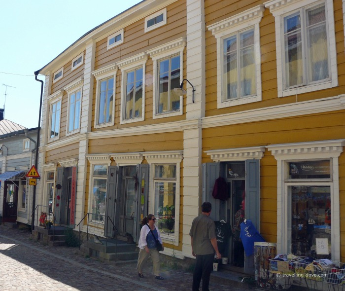 People outside shops in Porvoo