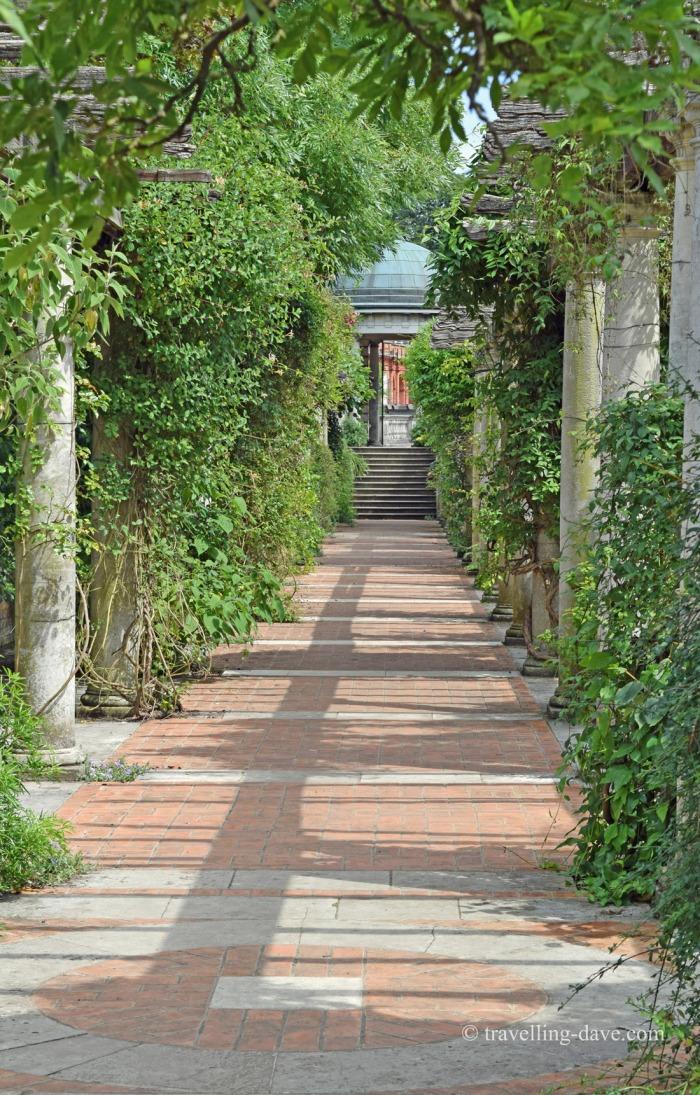 Column-lined walkway