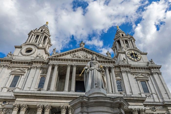 St.Paul's Cathedral and Queen Victoria statue