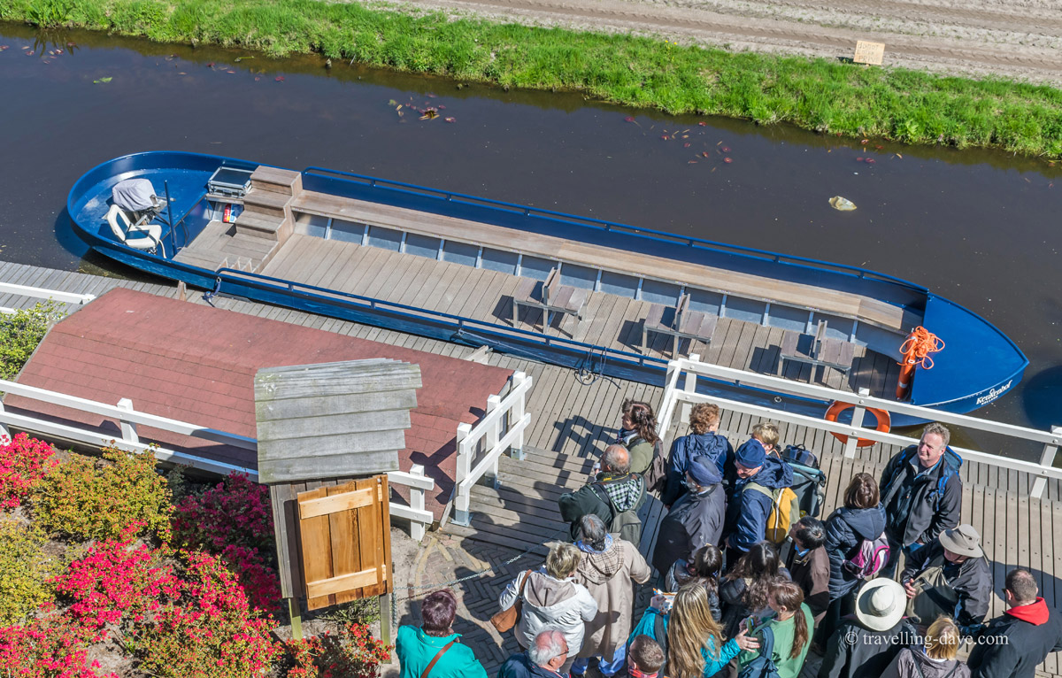 People waiting to board a boat at Keukenhof