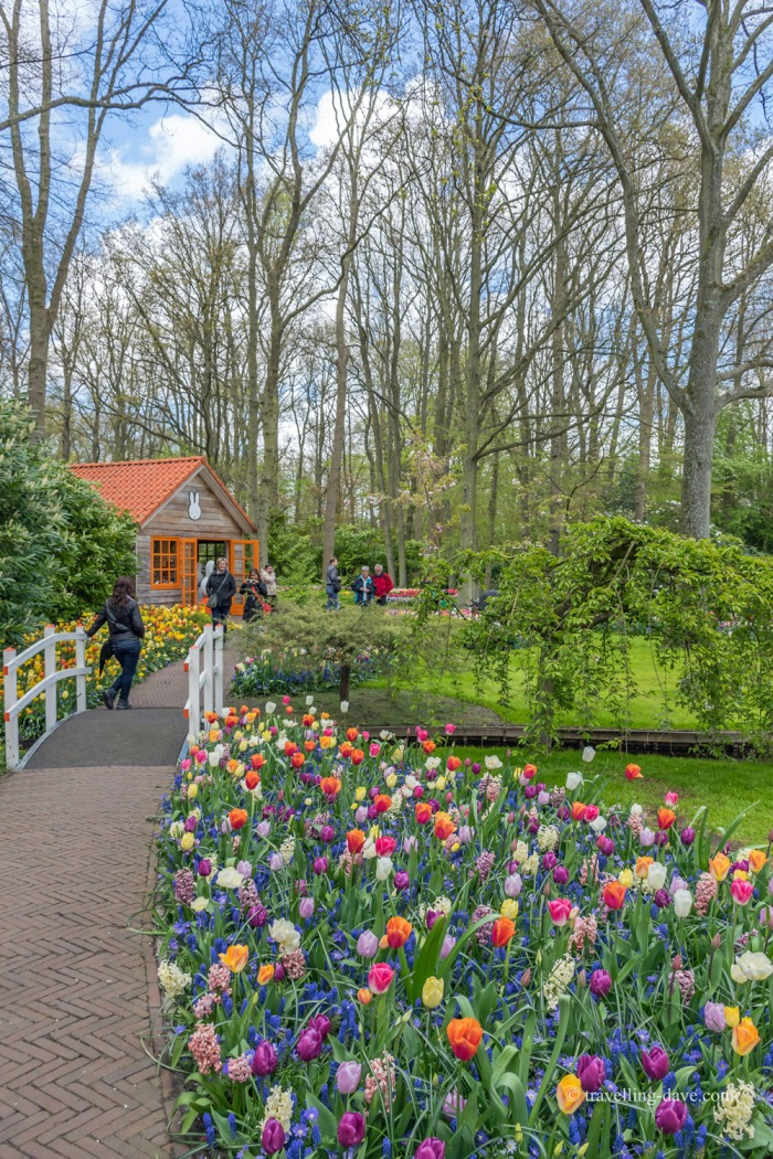 People walking around Keukenhof